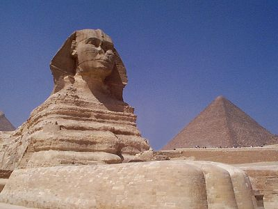 http://www.guardians.net/egypt/sphinx/images/sphinx-southeast-2001.jpg